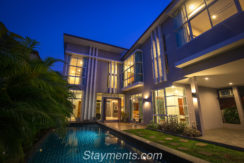 High End 4 Bedroom House With Private Pool and Home Office
