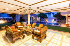 Huge Beautiful 5 Bedroom Family Home with Private Pool in Land and Houses Mooban.