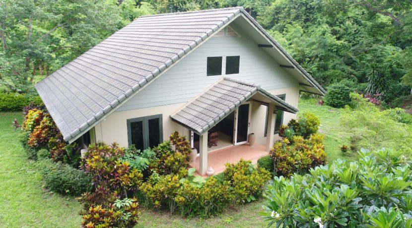 2 bedroom house for rent near chiang mai outdoor