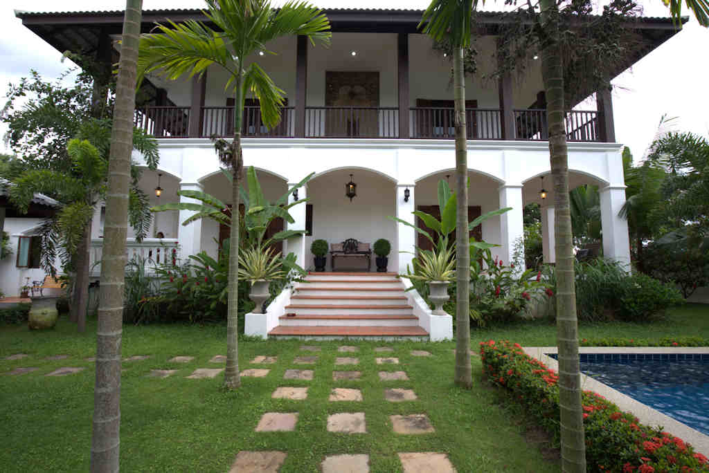 Stunning 4 Bedroom Colonial Style House For Sale And Rent