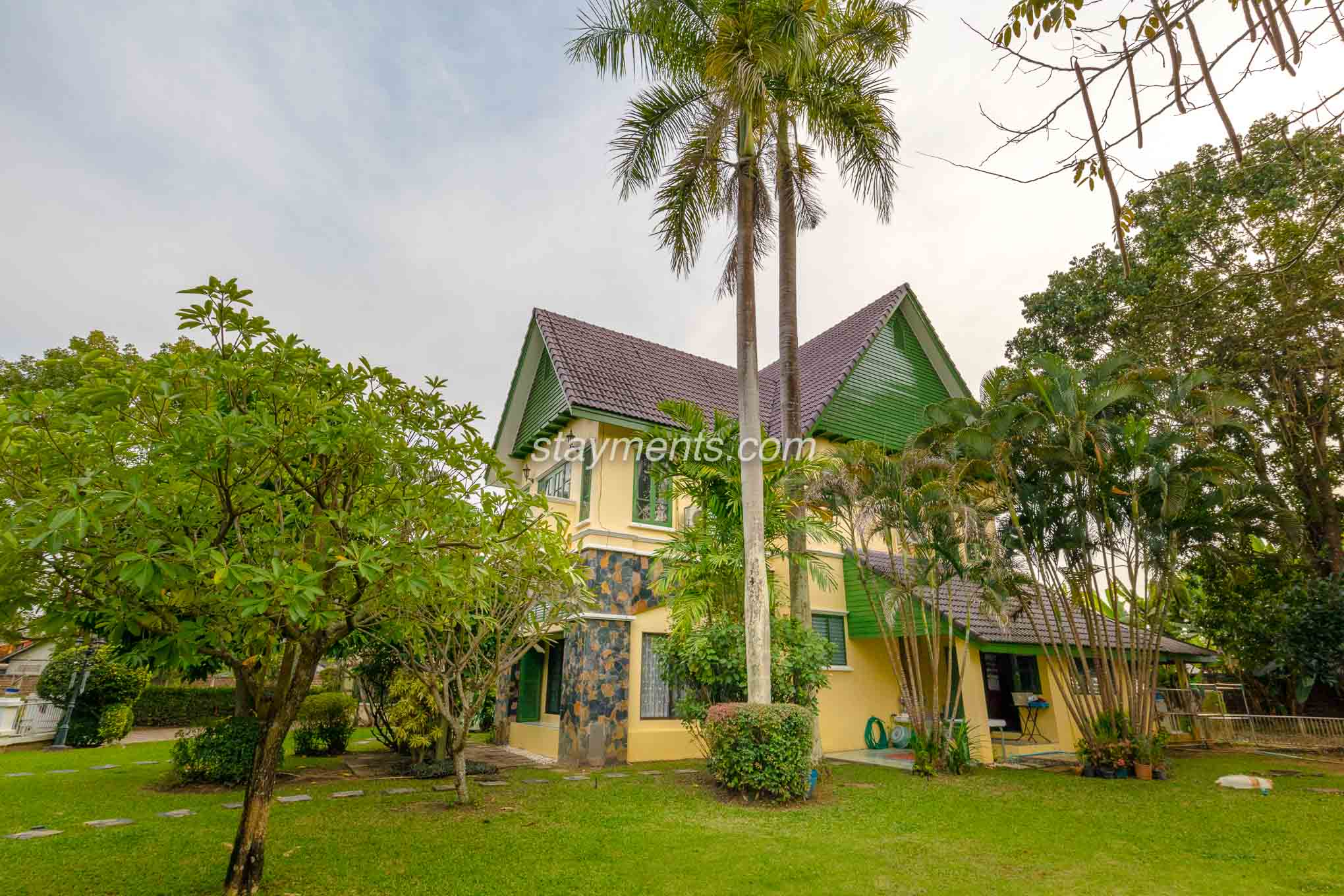 Large Family House For Sale Near Meechok Plaza on Big Plot of Land.
