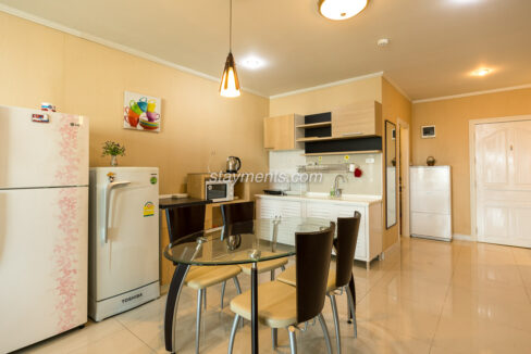 The trio condo - kitchenette with dining table