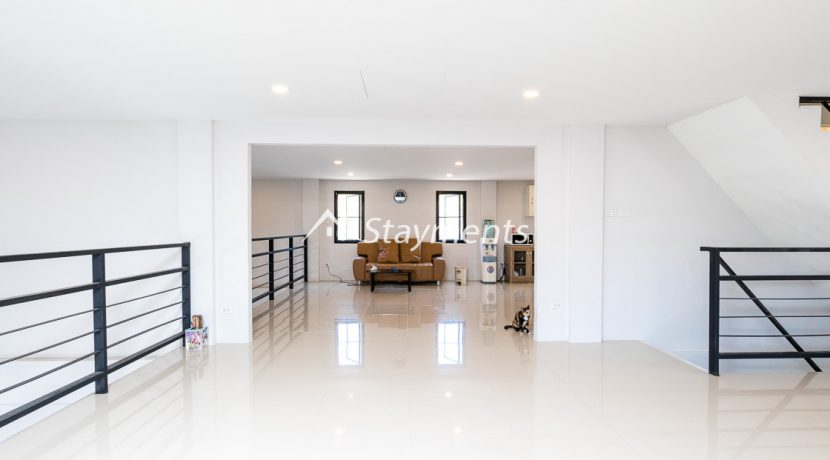Modern townhouse with shop for sale (10 of 25)