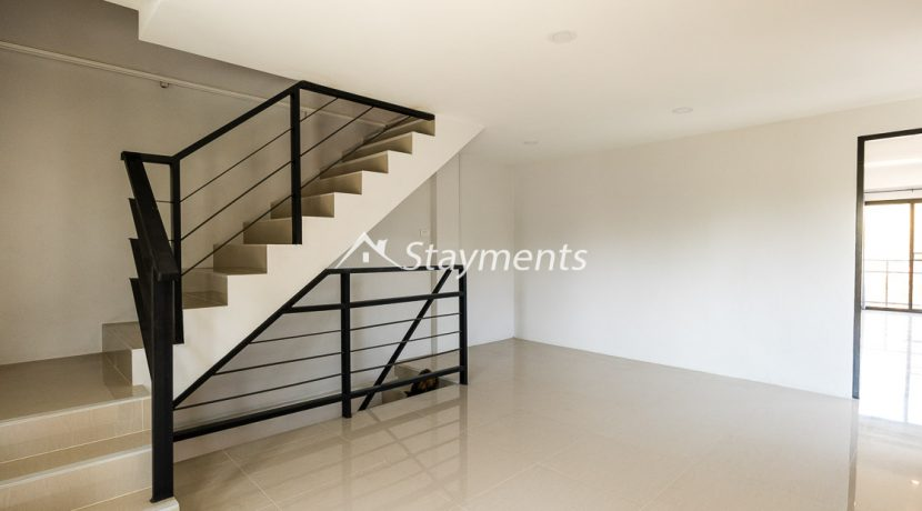 Modern townhouse with shop for sale (13 of 25)