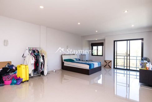 Modern townhouse with shop for sale (14 of 25)