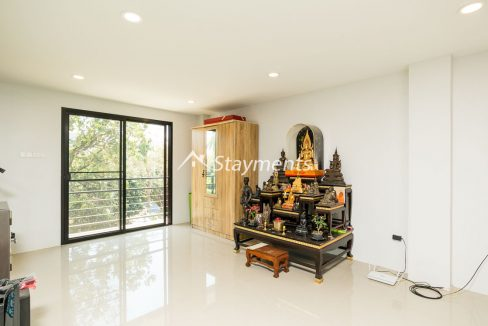 Modern townhouse with shop for sale (16 of 25)