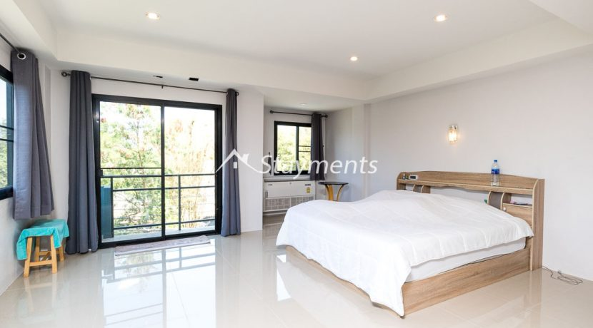 Modern townhouse with shop for sale (17 of 25)