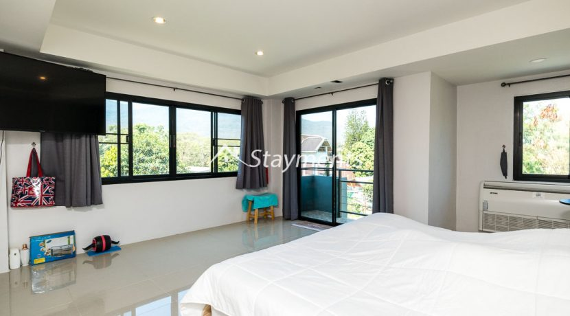 Modern townhouse with shop for sale (18 of 25)