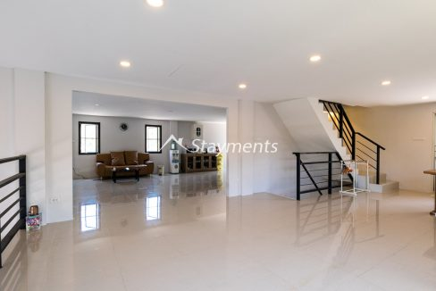 Modern townhouse with shop for sale (7 of 25)