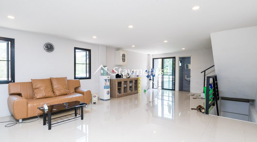 Modern townhouse with shop for sale (9 of 25)