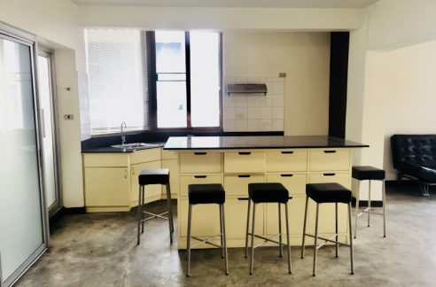 Loft style condo for rent with kitchen island