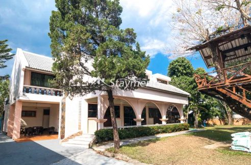 Six Bedroom House for Rent near Meechok Plaza.