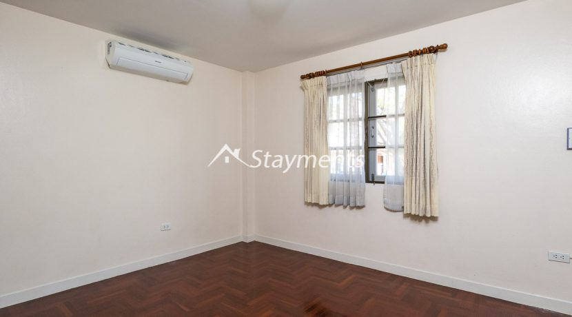 four bedroom house in home in park for rent (7 of 16)