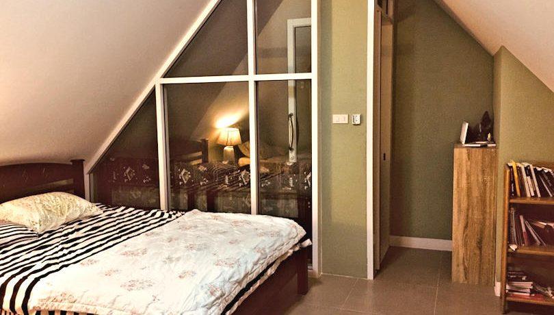 house for sale in doi saket - bedroom-attic 2