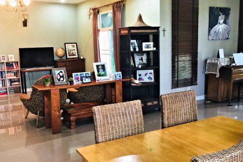 house for sale in doi saket - living room
