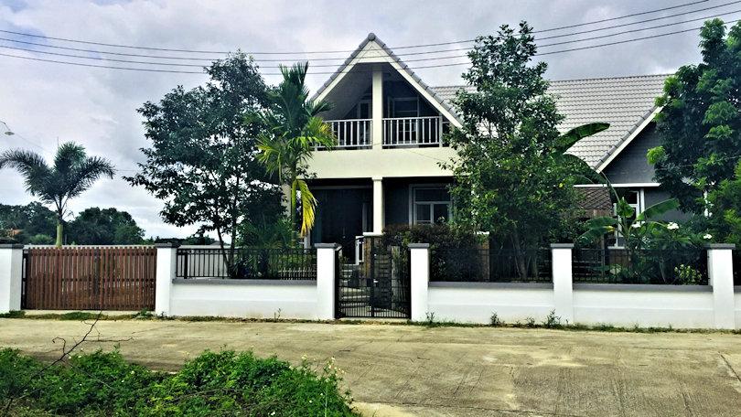 house for sale in doi saket -street view