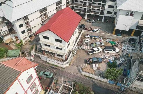 Three Story House with Land for Sale near Tha Pae Gate.