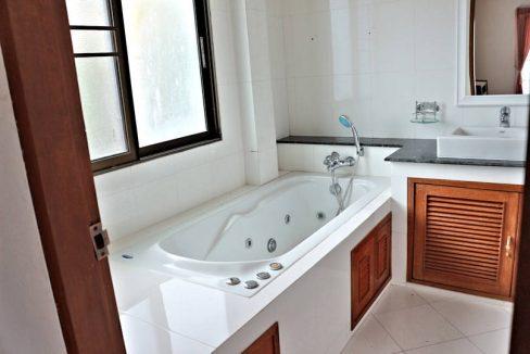 house for sale rent koolpunt ville 9 master bathroom
