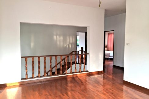 house for sale rent koolpunt ville 9 upstairs living room