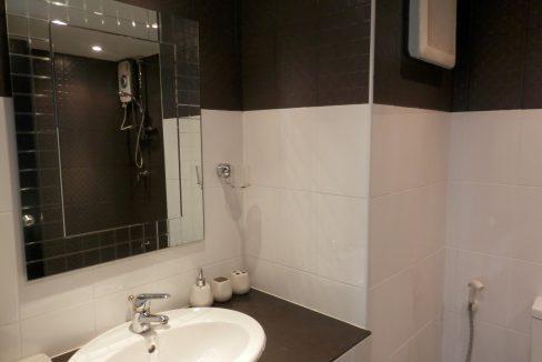 studio condo for rent with modern bathroom 2