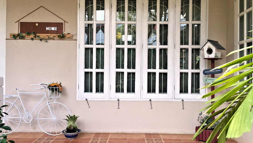 house for rent santitham outdoor-2