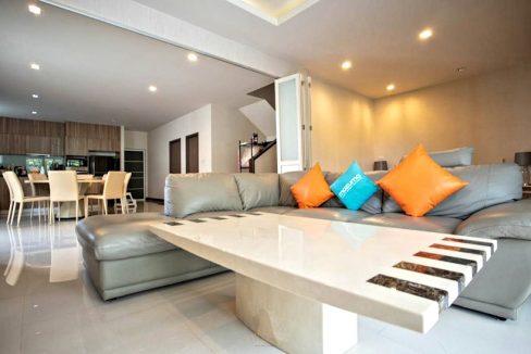 3 storey house for rent in rochalia 1