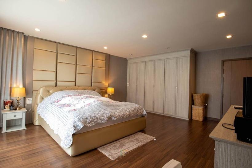 3 storey house for rent in rochalia 10