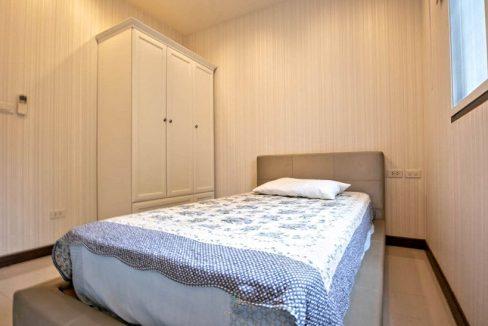 3 storey house for rent in rochalia 13