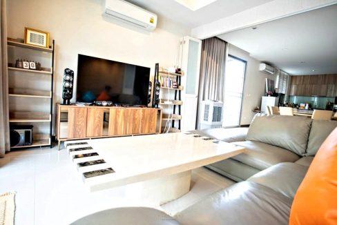 3 storey house for rent in rochalia 3