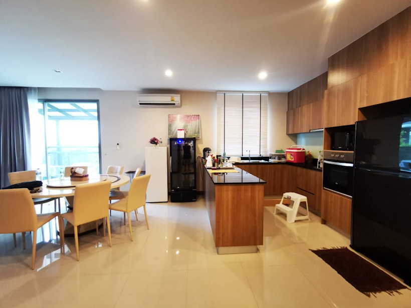 3 storey house for rent in rochalia 5