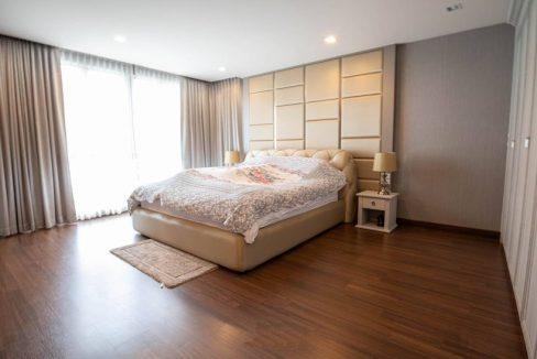 3 storey house for rent in rochalia 9