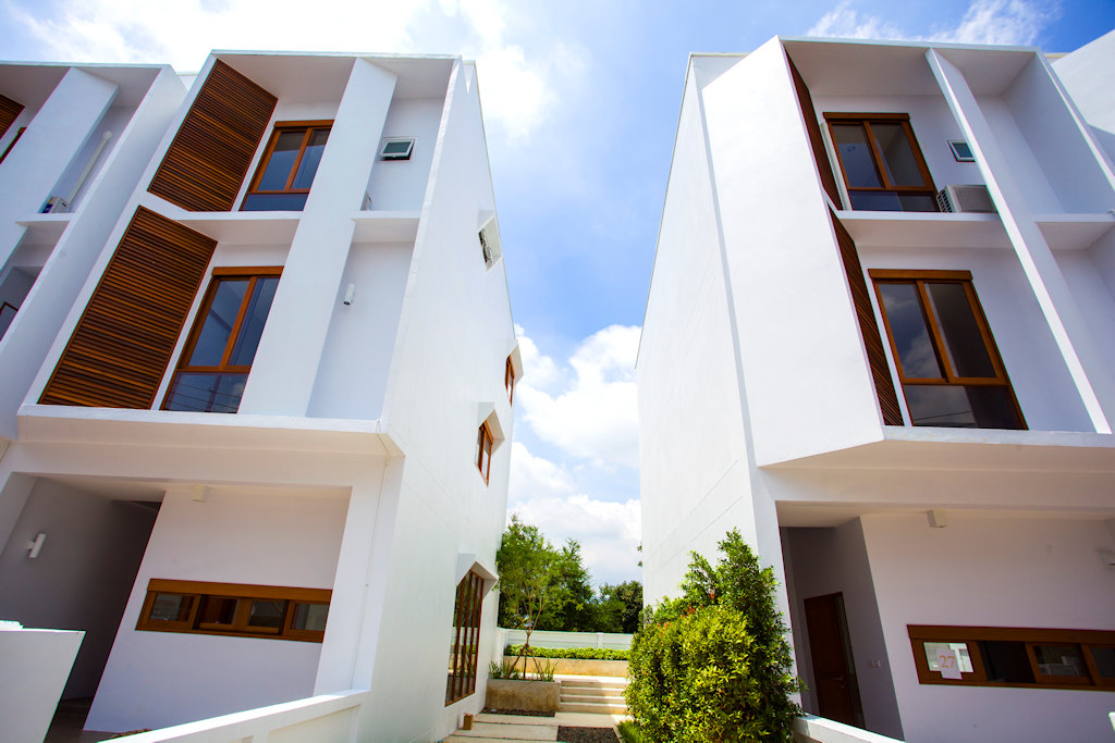 Newly build 3 storey house with 3 bedrooms for sale