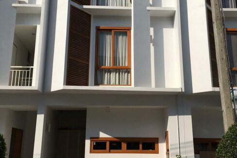 Newly Build 3 Storey House With 3 Bedrooms For Rent