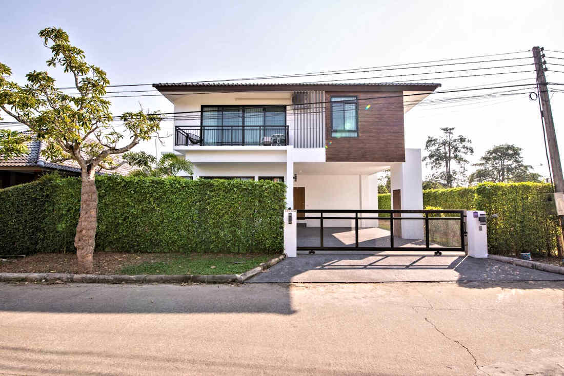 Two Storey 4 Bedroom House For Rent And Sale