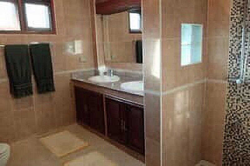 4 bedroom house for rent Sanpapao 2