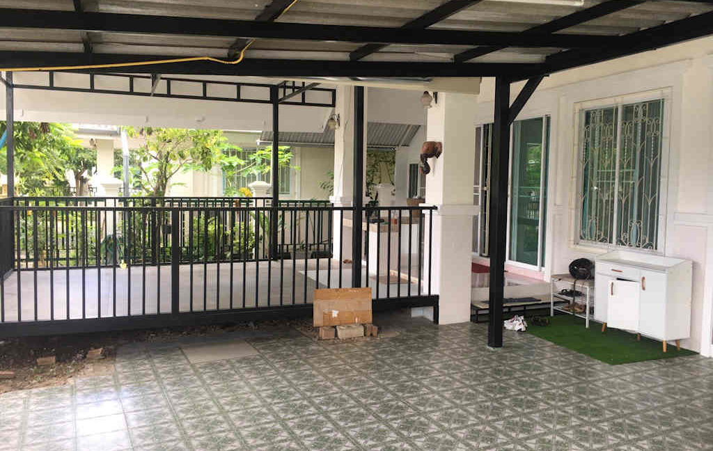 2 bedroom house for sale rent san kamphaeng 12