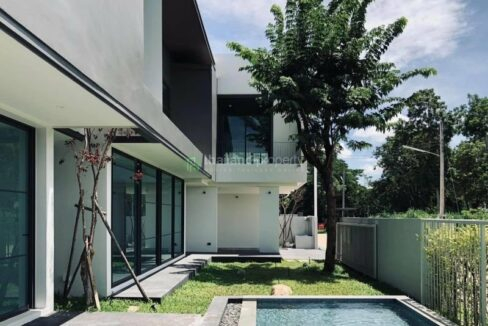 New modern pool villa for sale in Hang Dong