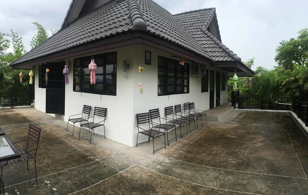 8 bedroom guest house for rent in chiang mai 15