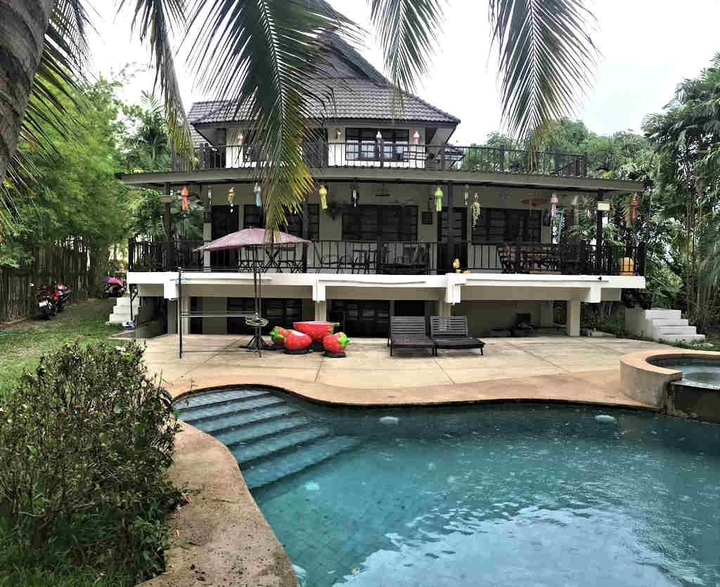 Eight Bedroom Guest House For Rent Near Meechok