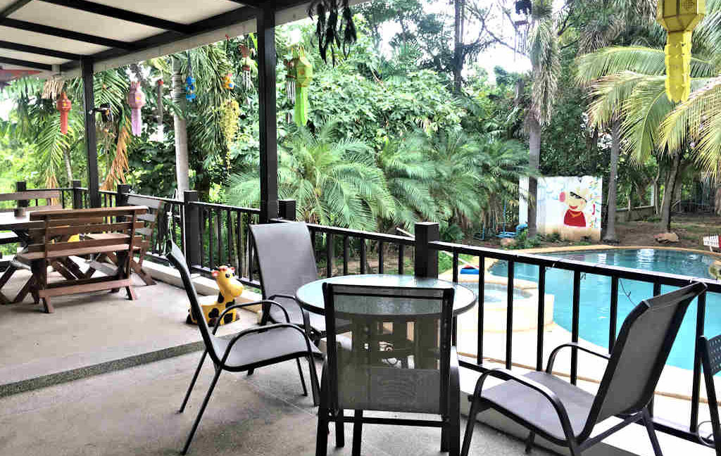 8 bedroom guest house for rent in chiang mai 27
