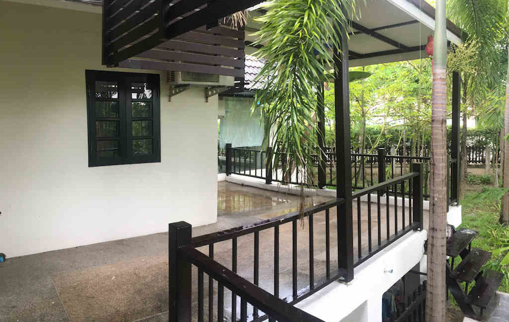 8 bedroom guest house for rent in chiang mai 3