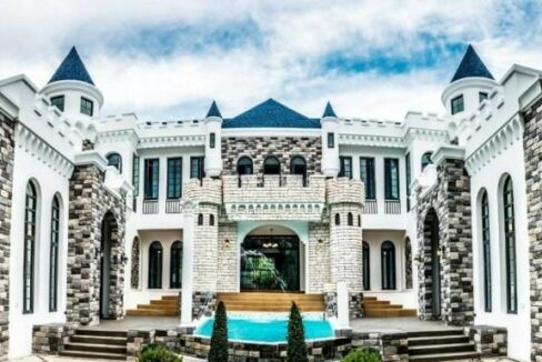 Castle theme pool property for rent in the city of Chiang Mai