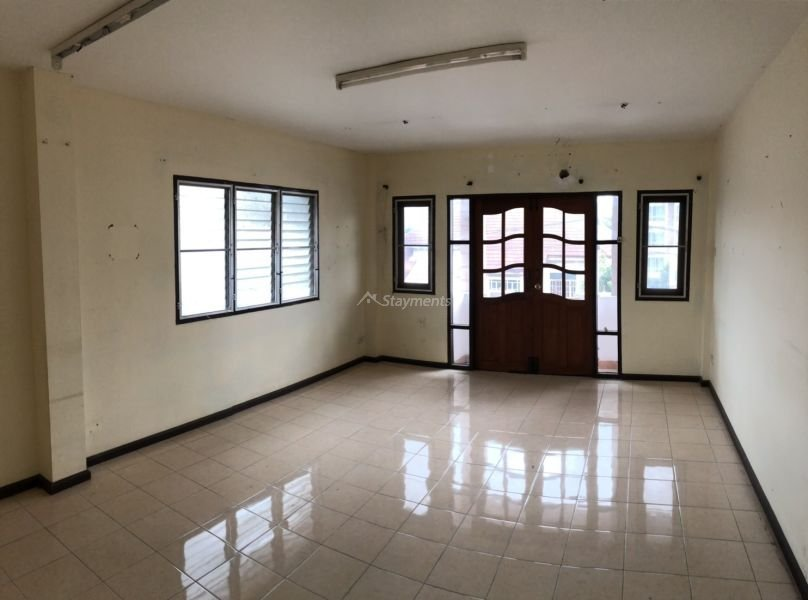 3 storey townhouse for rent in nimman 3