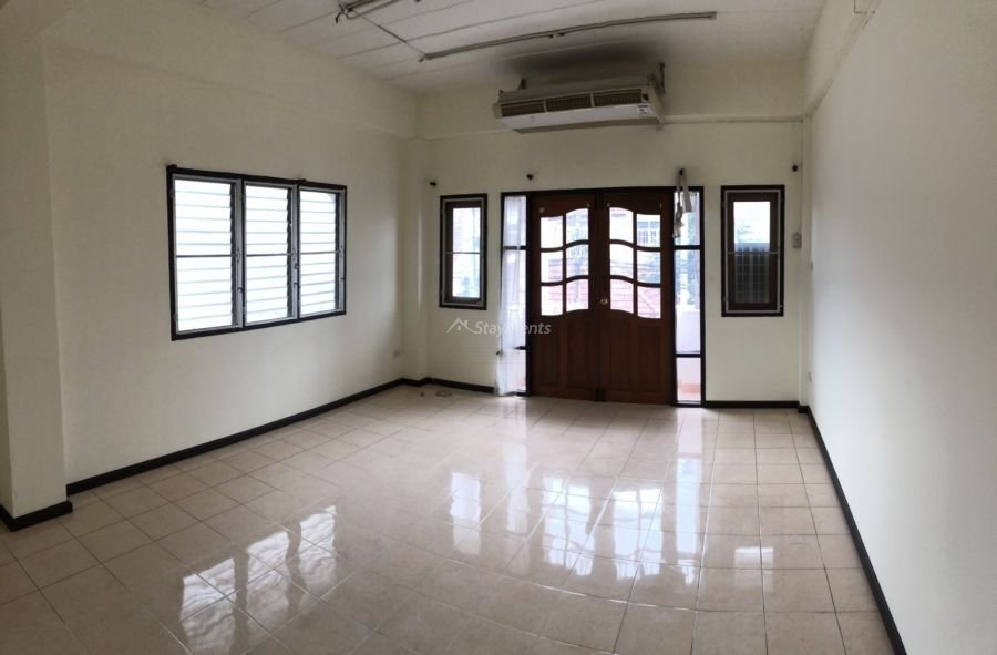 3 storey townhouse for rent in nimman 4