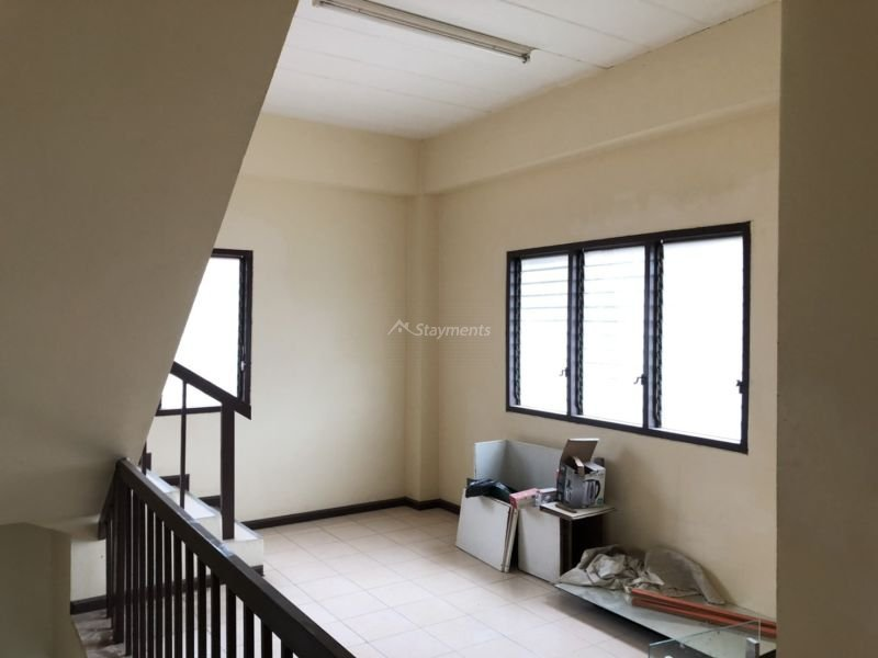 3 storey townhouse for rent in nimman 6