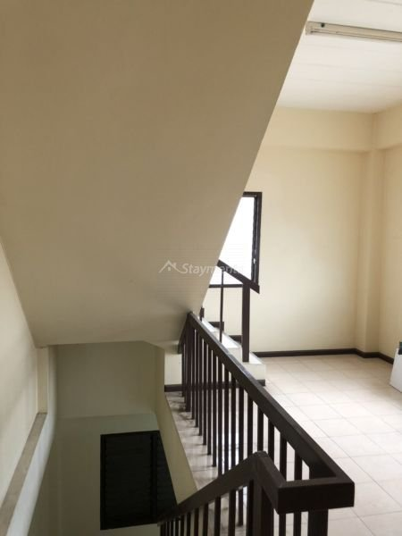 3 storey townhouse for rent in nimman 7