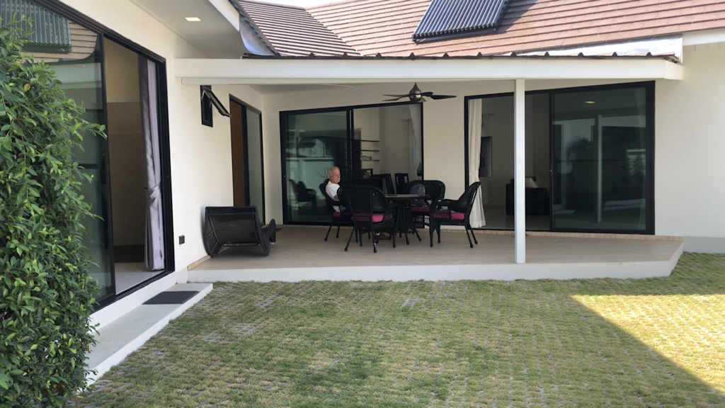 modern-pool-villa-for-rent-in-chiang-mai-11