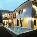 Luxurious 4 bedroom Tuscany inspired pool house for rent